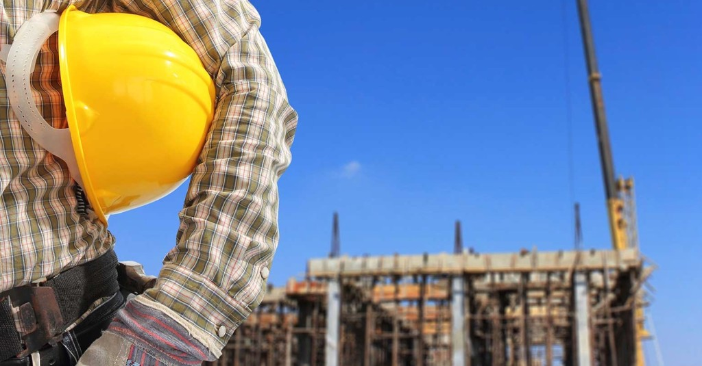 Top 10 mistakes to avoid when hiring a building contractor for Contractors needed to build a house