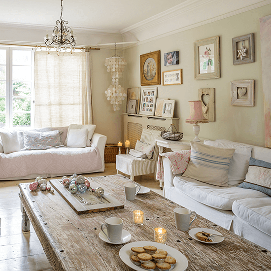 How to revamp your space for a dinner party happho for Eating tables for small spaces