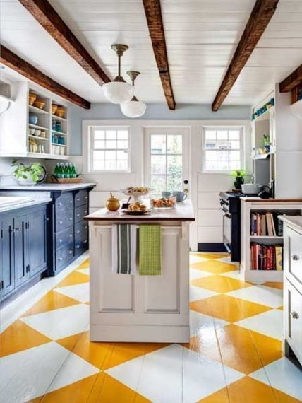 Checkboard patterns in Kitchen in yellow and white