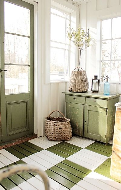 Painting wooden flooring in tiles format in Living room
